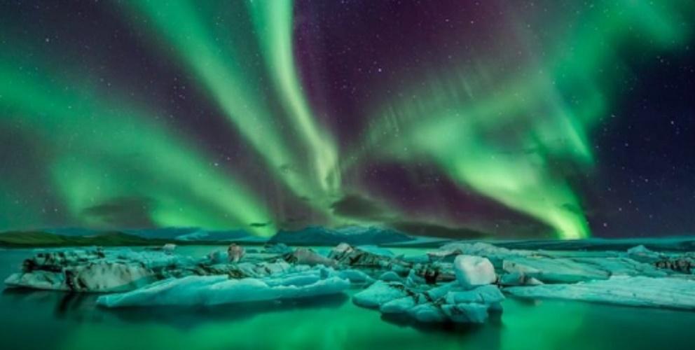 aurora borealis natural phenomena